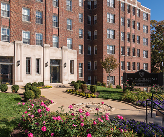 The Metropolitan Apartments Landscaping, The Metropolitan Apartments
