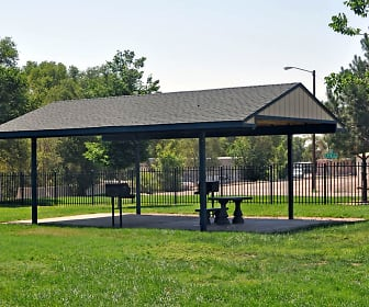 Community BBQ and picnic area is available for residents to use., Mesa Gardens