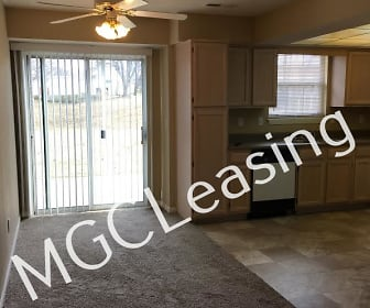 4620B NE Whispering Winds Dr, Delta Woods Middle School, Lees Summit, MO