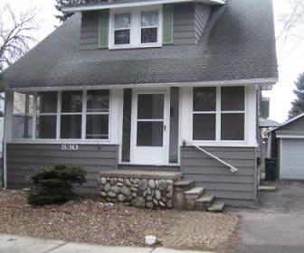 830 Knowles Street, Oak Park, MI