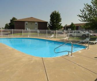 Pool, Pinewood Park Apartments