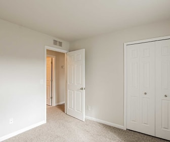 Harvard Place w/ Garages, Sterling Heights, MI