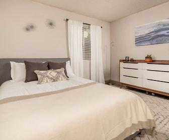 Bedroom, Latitude 32