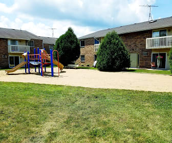 Fawn Ridge Apartments, Hilltop Elementary School, McHenry, IL