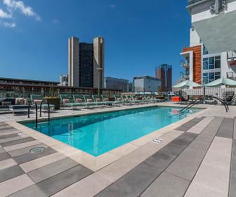 Pool, AMLI Park Broadway