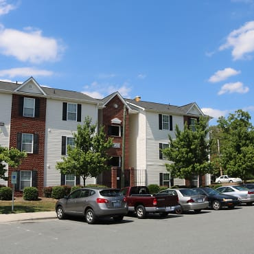 Campus East Student Housing Apartments - Greensboro, NC 27405