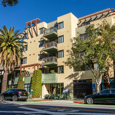 Living at Santa Monica Apartments - Santa Monica, CA 90401