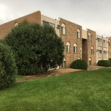 Geneva Village Apartments - Oakdale, MN 55128