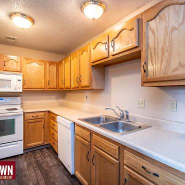 107 W Gold Coast Rd Apartments - Papillion, NE 68046