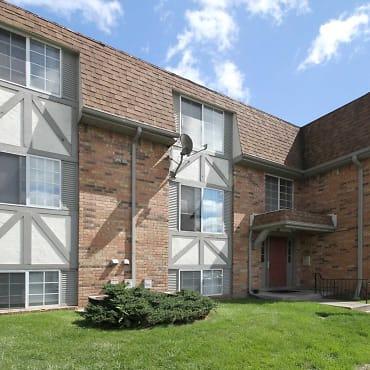 Chateau Monroe Apartments - Toledo, OH 43623