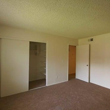 Townhomes On The Park Apartments - Phoenix, AZ 85032