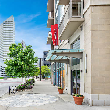 Lake Erie Auto Credit >> The Avenue District Apartments - Cleveland, OH 44114