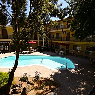 University hills apartments riverside ca 92507 for Public swimming pools in riverside ca