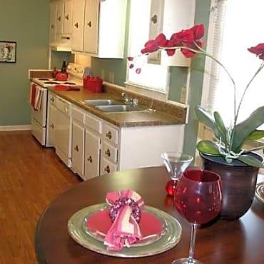 highland retreat apartments east point ga 30344. Black Bedroom Furniture Sets. Home Design Ideas