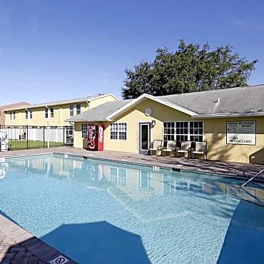 Laurel ridge apartments naples fl 34116 for Public swimming pools in naples florida