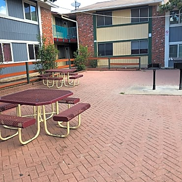 Woodland Corners Apartments