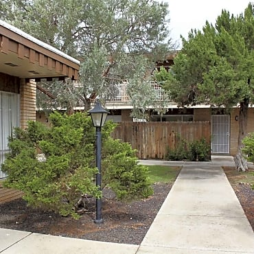 Town country apartments las cruces nm 88001 for Public swimming pools in las cruces nm