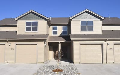 College Park Townhomes Apartments For Rent Gillette Wy Rentals Com