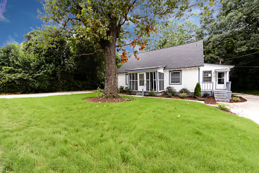 002_Front Lawn.jpg