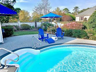 Outside Pool House Pool1.jpg