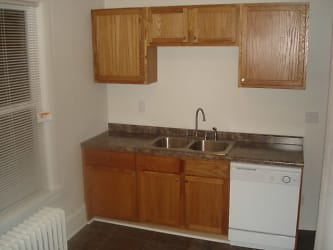 Kitchen1 CL.JPG