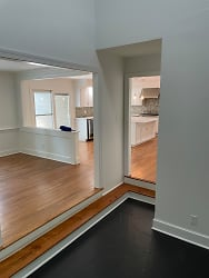 Entreance foyer to dining and kitchen.JPG
