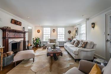 living room2_sm.jpg