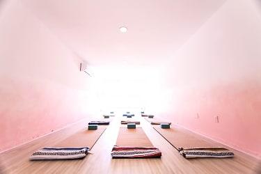 12.yoga-room.jpg