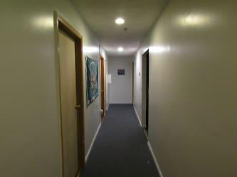 Court Street Apartments 096.JPG