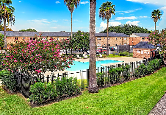 Red Pines Apartments, Pasadena, TX