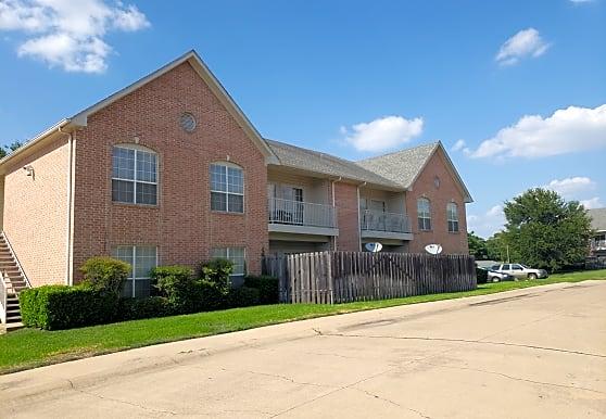 Oak Creek Apartments, Ennis, TX