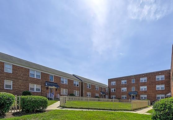 Highland Ridge Apartments, Capitol Heights, MD