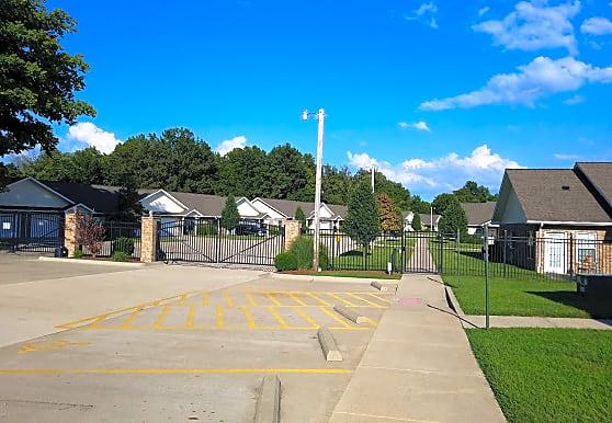 The Villas of Carbondale, Carbondale, IL
