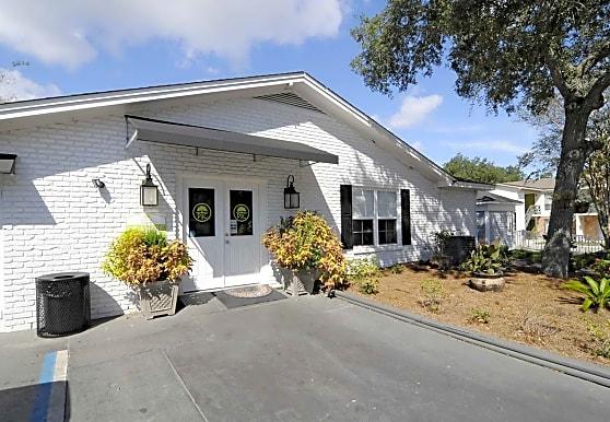 Peachtree Commons, Pensacola, FL