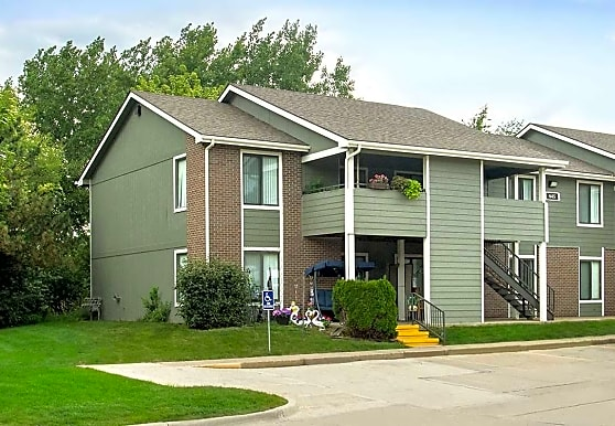Country Hill Apartments, Cedar Rapids, IA
