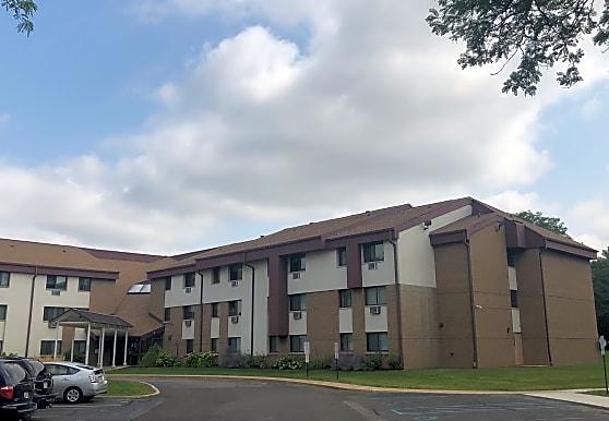 Fernwood Court Apartments, Milwaukee, WI