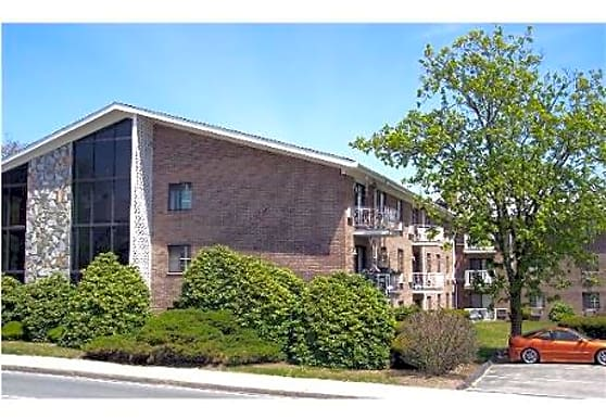 10 Bullocks Point Avenue Apartments, Riverside, RI