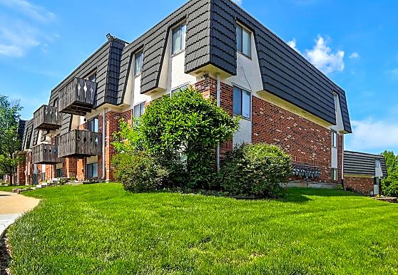Summit East Plaza Apartments, Lees Summit, MO