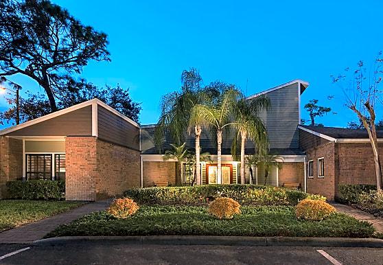 Cambridge Woods, Tampa, FL