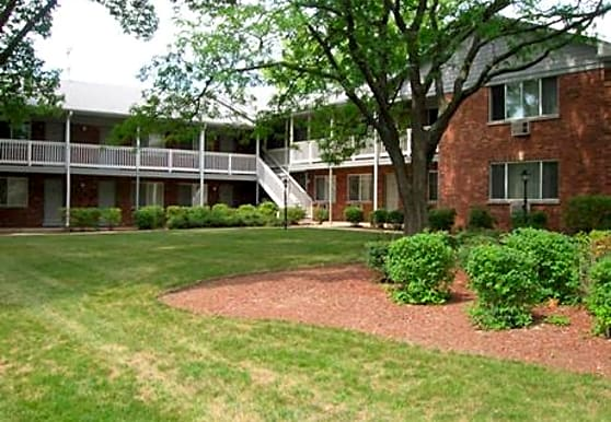 Plum Grove Apartments, Rolling Meadows, IL