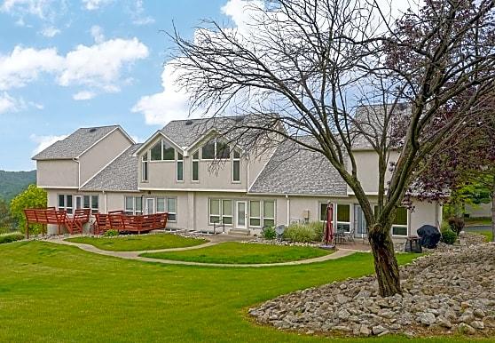 Pineloch Estates Apartments, Beaver Falls, PA
