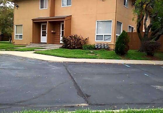Freeway Homes Apartments, Kansas City, MO