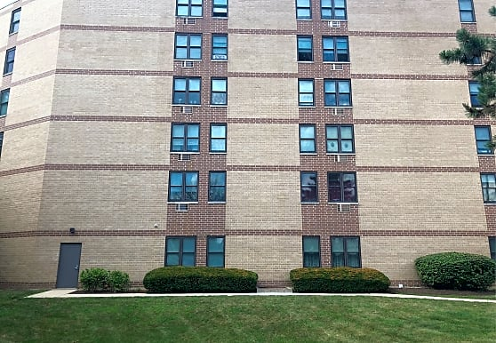 Cedar Village Of Arlington Heights Apartments Arlington Heights Il 60005