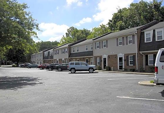 Crossroads Townhomes, Chesapeake, VA