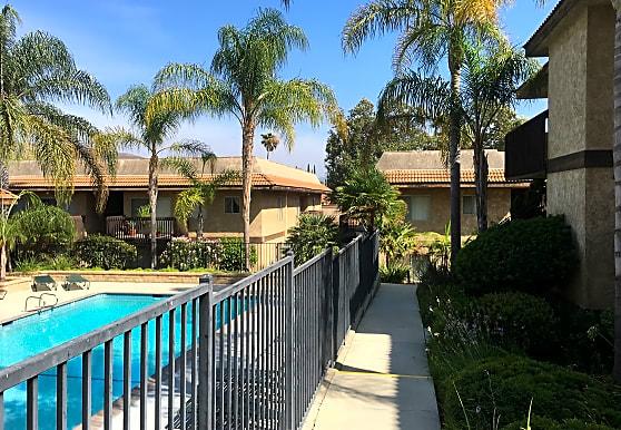 La Cresta Apartments, Thousand Oaks, CA