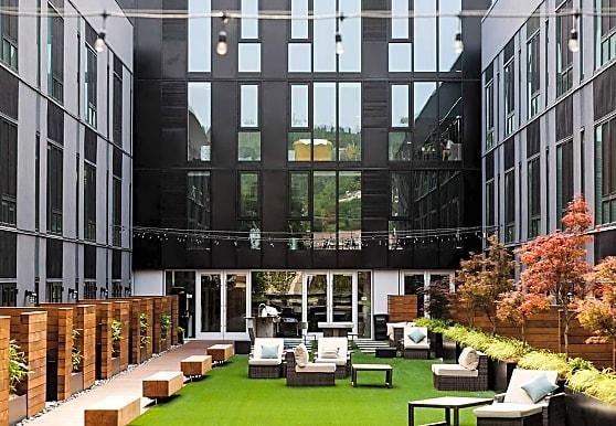 Q21 Apartments, Portland, OR