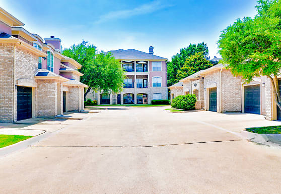 Bentley Place At Willow Bend, Plano, TX