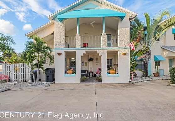 142 Country Club Dr, Titusville, FL