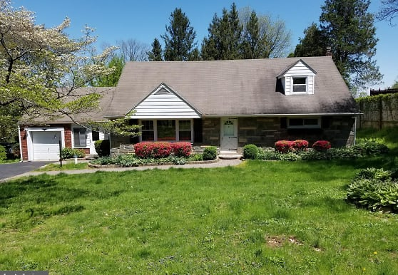 3827 Providence Rd, Newtown Square, PA