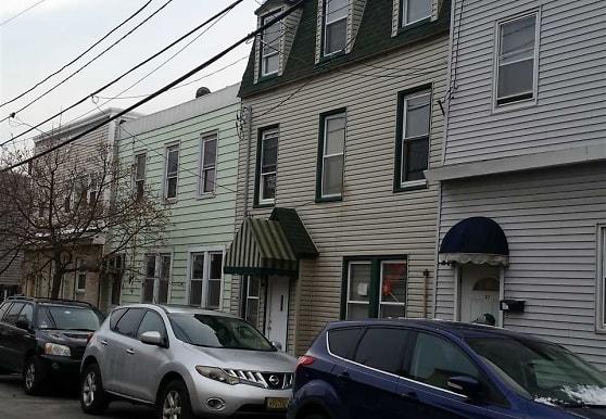 24 Cottage St 2, Bayonne, NJ